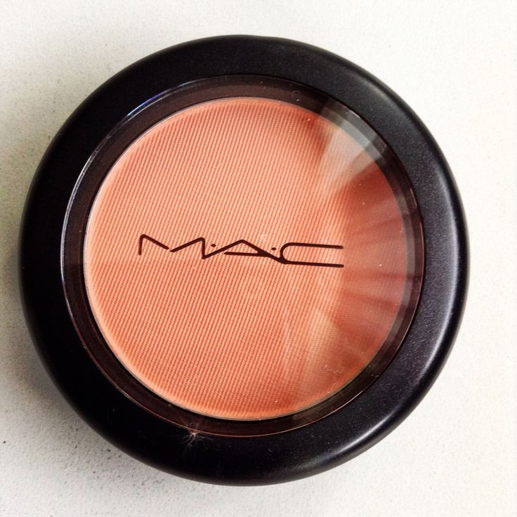 Immortal flower from Mac. A coral blush with a satin finish perfect for summer. This color is a must for this season.