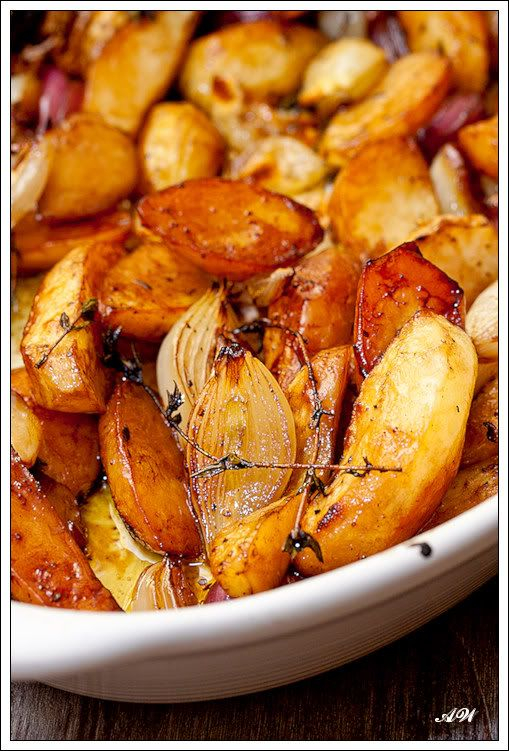 "Запеченный с бальзамико картофель (Gebackene Balsamico-Kartoffeln) Рецепт Бьёрна Фрайтага из книги Björn Freitag ""Kleine Zaubereien"""