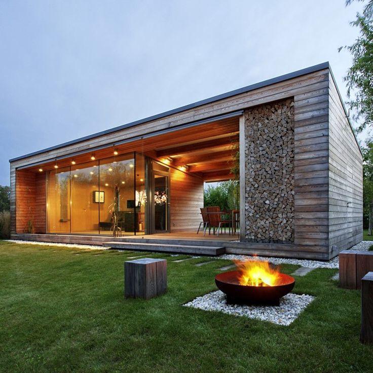 "Holiday Cottageby Tóth Project Architect Office              호숫가에 지은, 심플한 휴가용 전원주택 ""호숫가에 집을 짓..."