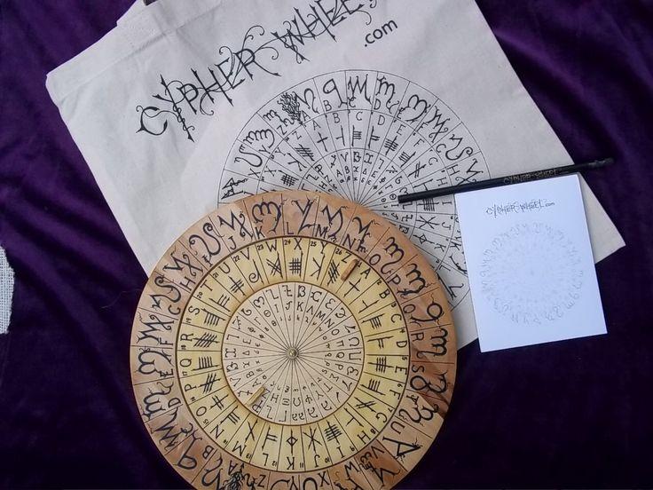 Cypher roue chiffrement disque bois avec thébaine, Ogham, Enochian et Scripts Rune celtique à l'encre noire pour vos Codes secrets. par Cypherwheel sur Etsy https://www.etsy.com/fr/listing/171780486/cypher-roue-chiffrement-disque-bois-avec