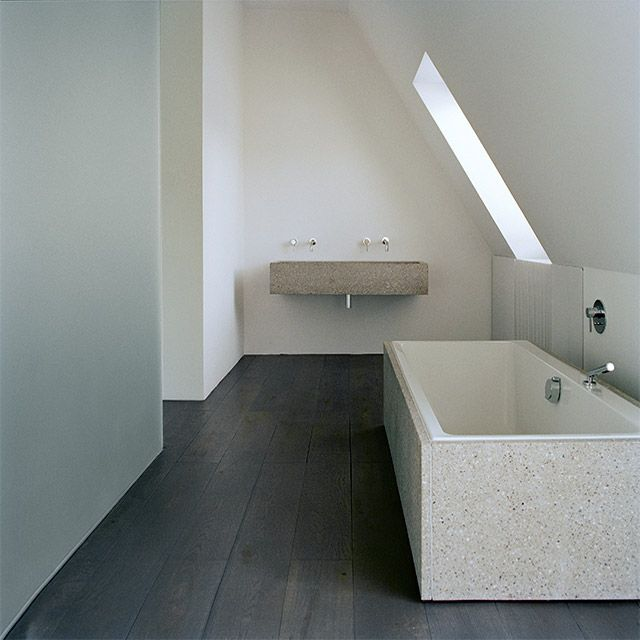 Thomas Bendel – Wohnung Braun. This is the effect I'd like in my swim spa room. Black floor, grey wall, white tiles.
