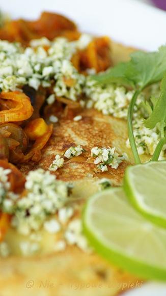Indyjskie naleśniki z ciecierzycą i warzywami http://nietypowewypieki.blogspot.com