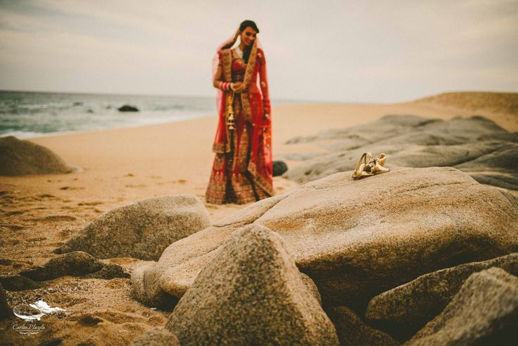 The Bride, unfocused, just to note her essence. #hinduwedding #weddingphotography #weddingphotography #weddinginloscabos #weddingsinbaja #love #weddingphotographer #visitloscabos #destinationwedding