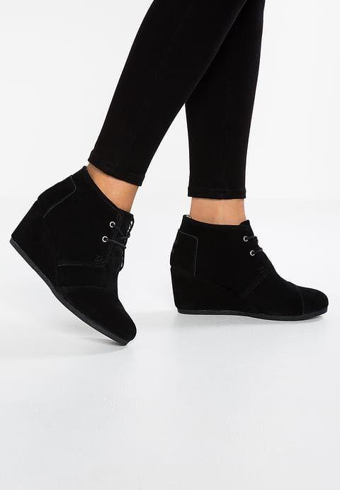 Schoenen TOMS DESERT WEDGE - Korte laarzen - black Zwart: € 89,95 Bij Zalando (op 30/08/17). Gratis verzending & retournering, geen minimum bestelwaarde en 100 dagen retourrecht!