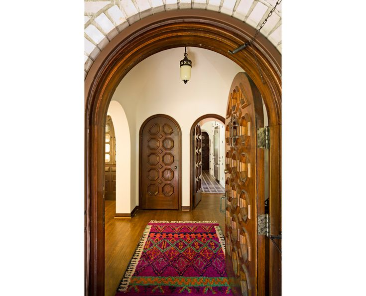 entrada-principal.jpg (950×768)  doors.  moorish, but still insteresting.