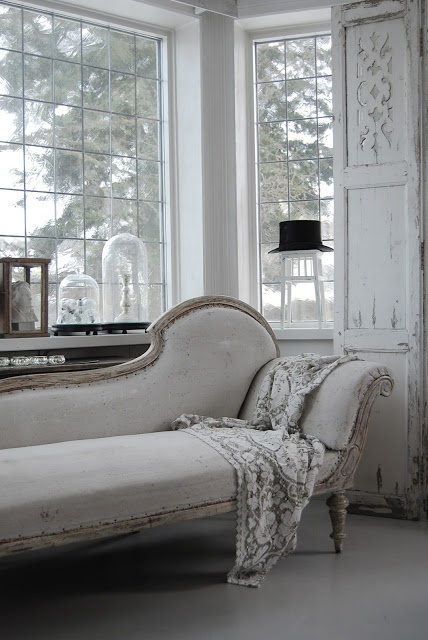 chaise high slim legs gives illusion of space