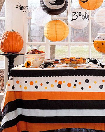 DIY Halloween Tablecloth out of crepe paper :)