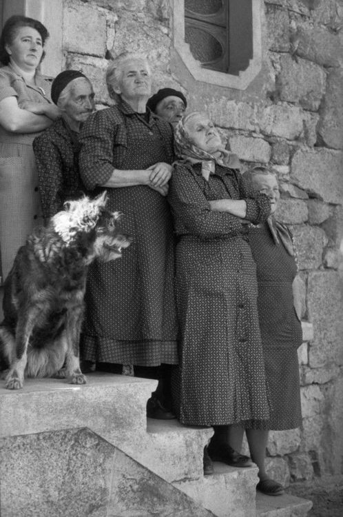 """Nonna's NOT happy and she has reinforcements!"" (Photographed by Henri Cartier Bresson)"