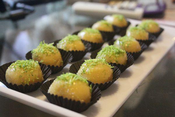 Faça essa deliciosa receita de Brigadeiro de Caipirinha com a ajuda da Festabox e capriche na mesa de doces da sua próxima Festa Adulta.