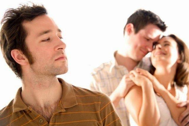 Păi cred că mai întâi câştigi o ceartă zdravănă, nişte ochi scoşi, ceva cuvinte dure şi poate-poate şi comportamentul pe care ţi l-ai dorit, dar doar pentru o perioadă scurtă de timp! Prea scurtă pentru atâta risipă de energie! Apoi câştigi o piatră pe inimă sau, în traducere relaţională, o amprentă toxică în relaţia voastră, care va face ca lucrurile să nu mai meargă ca înainte.