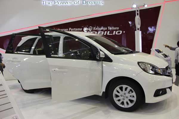 Penjualan Low MPV Merk Lain Terganggu Karena Mobilio http://www.hargaspesifikasihonda.com/penjualan-terganggu-karena-mobilio