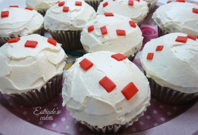Estrade's cakes: cupcakes Minecraft, de chocolate trufado con cobertura de vainilla.