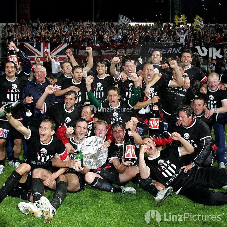 Heute vor 10 Jahren fixierte Klaus F. mit einem Linzer Fussballklub den Aufstieg in die Bundesliga.  Klaus arbeitet heute in Pasching... . . . #ask #pasching #lask #klaus #igerslinz #igersaustria #linz #leoben #ultras #ultra #soccer #austria #win #victory #fussball #bundesliga #dport #fitness #history #retro #damals #city #schwarzweiss #blackandwhite #visitpasching