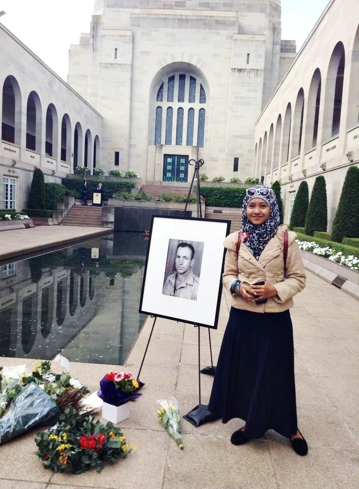 at Australian War Memorial, #Capital #Territory  #Canberra  #grief-stricken #moslemfashion #Asia #Indonesian #coat #autumn #long #jacket #Skirt #hijab #Floral #shoes #Accessories #bag #glasses #Pretty