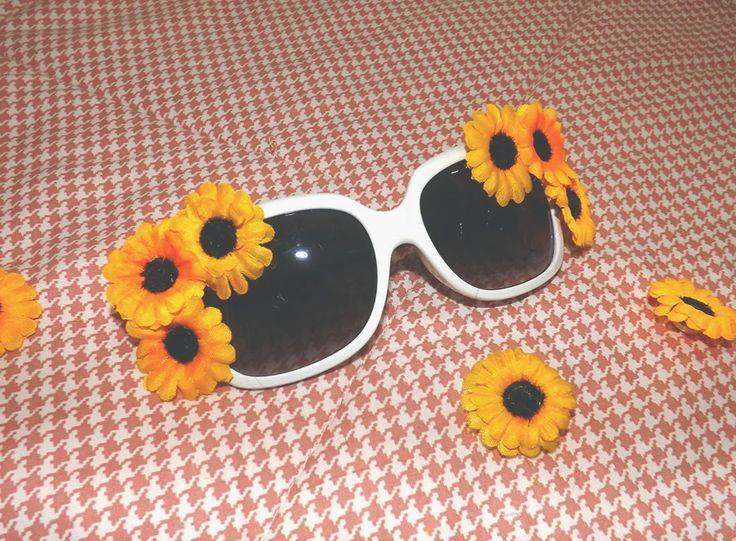 ❤ Personaliza os teus óculos de sol! Tens uns óculos de sol parados por casa e queres dar-lhes uma nova vida? Porque não personaliza-los e dar-lhes um look totalmente diferente? Experimenta! Vais ver que ficam incríveis! Explico-te tudo aqui - http://ctbeat.blogspot.pt/2014/03/como-sou-uma-apaixonada-por-flores-e.html !