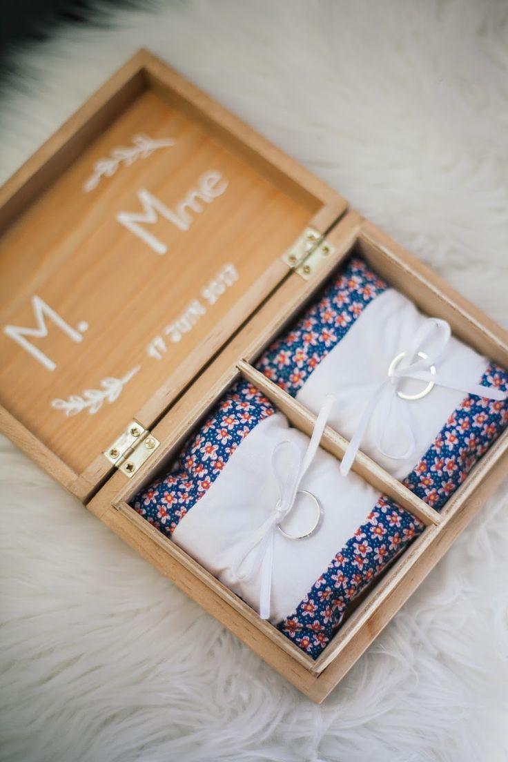 Pour le mariage de ma sœur, j'ai réalisé un petite boite à alliance, personnalisée et, bien évidemment, dans les couleurs du grand jour.  Après une recherche sur pinterest, la mariée a eu un coup de cœur pour cette version en bois.