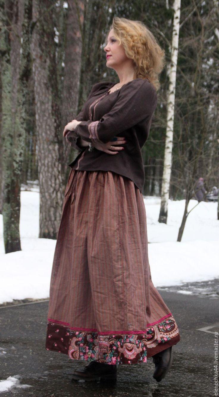 Купить или заказать Длинная юбка 'Деревенская' в интернет-магазине на Ярмарке Мастеров. Длинная льняная юбка, декорирована платком и кружевом. Рисунок - вертикальная полоска. Прямая, сборенная, на полочке на талии вертикальные защипы, скрадывающие 'животик'. В швах потайные карманы. Длина 95 см, ширина 250 см. с подъюбником носить в любое время года Пояс на резинке мой магазин тканей https://www.livemaster.ru/lovetosew?