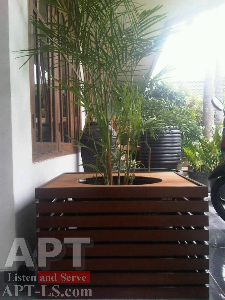 Bồn hoa gỗ bảo vệ cây cảnh bằng khung gỗ conwood