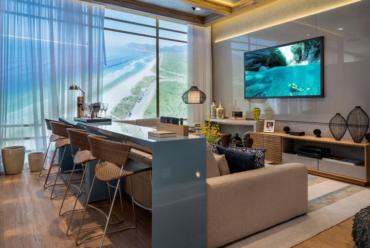 Home theater e salas de tv com bar (mesa atrás do sofá) – confira essa tendência!