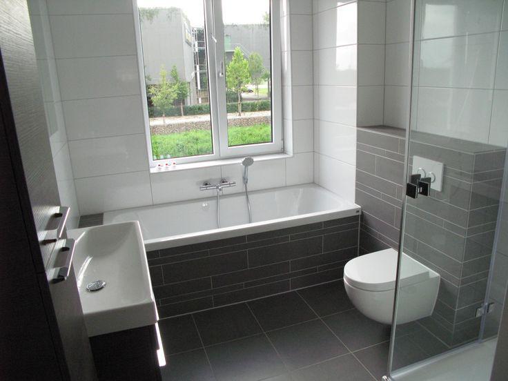 Moderne tijdloze badkamer, van alle gemakken voorzien.