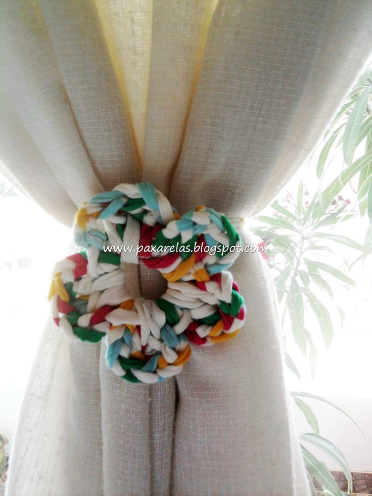 Curtain tie backs - giant crochet flower idea ❁•Teresa Restegui http://www.pinterest.com/teretegui/•❁