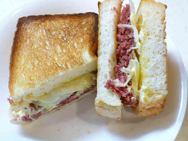 簡単な「コンビーフサンドイッチ」♪の画像