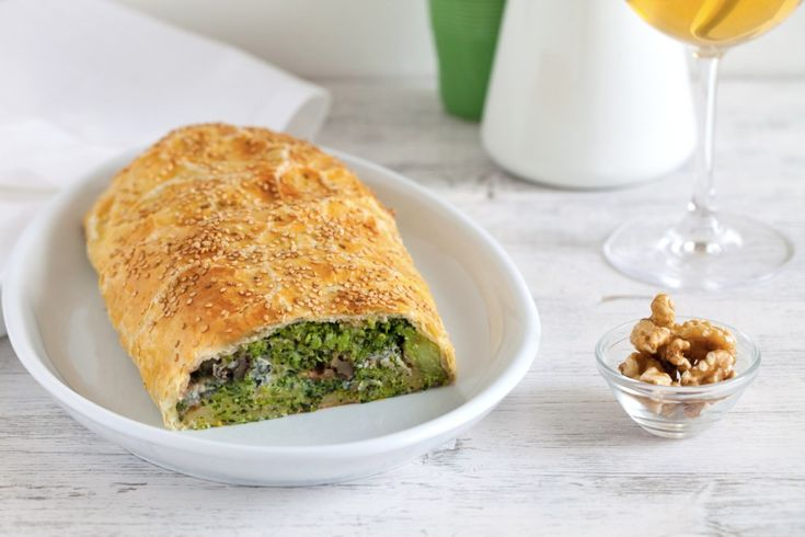 Strudel salato di broccoli, gorgonzola piccante e noci