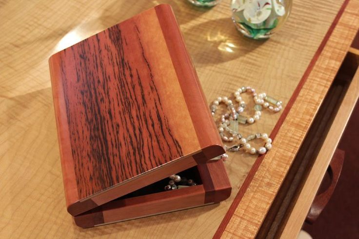 This box, suitable for storing your watches, jewellery, coins or any of your collectables is made from Tasmanian Myrtle with a Tiger Myrtle top that has been chosen for its beautiful grain and colours. It is felt lined, has solid brass hinges and has a durable gloss finish.   MEASUREMENTS Dimensions*: Height 5cm x Width 22.5cm x Depth 17.5cm Weight*: 0.8kg *Note: This wooden collectables box is handcrafted, and as every piece of wood is unique no two wood boxes are exactly the same. The…