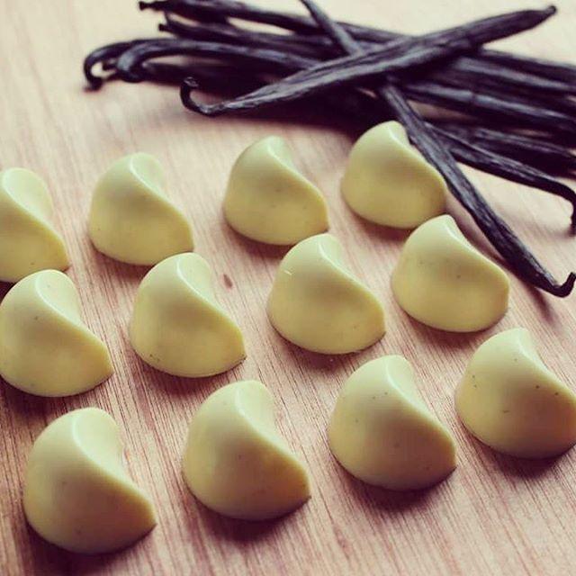 Limoncello and #vanilla beans