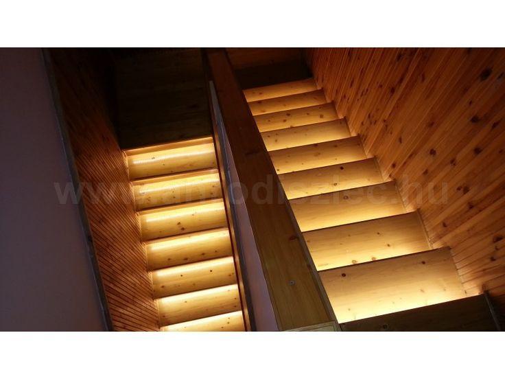 LED szalagos lépcsővilágítás  A legcsekélyebb fényű szalag is elegendő fényt ad a lépőcs biztonságos megvilágításához, nem mellékesen rendkívül esztétikussá is teszi azt!