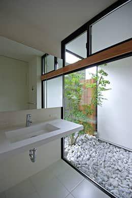 Baños de estilo asiático por 空間建築-傳 一級建築士事務所
