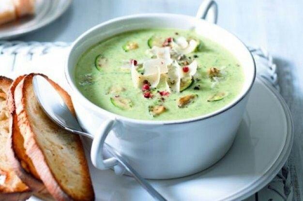 Cuketová polévka italská