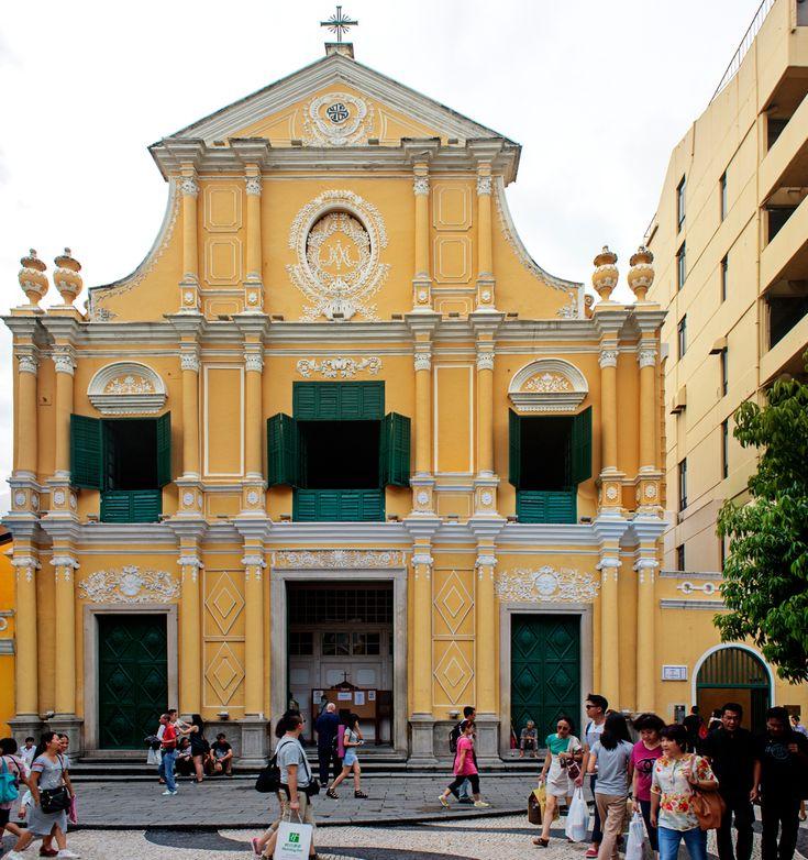 Church of St Dominic, constructed in 1587, is a late 16th century Baroque-style dat serves within de Cathedral Parish of de Roman Catholic Diocese, located in de peninsular part of de city at de Largo de Saõ Domingos, situated near de Leal Senado Building in de civil parish of Sé_ Macau
