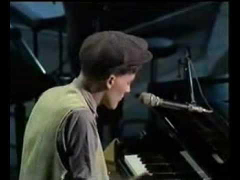 ▶ Nothing rhymed ( with lyrics ) - Gilbert O' Sullivan - YouTube