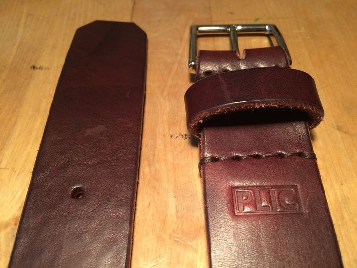 Cintura in pelle altezza 35mm spessore 4mm cucita a mano con fibbia in puro ottone made in italy. Contattatemi pure per altre informazioni, tutte le misure disponibili su richiesta.
