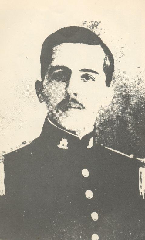 Aos 22 anos de idade; foto da formatura na Escola Militar do Realengo..  1920