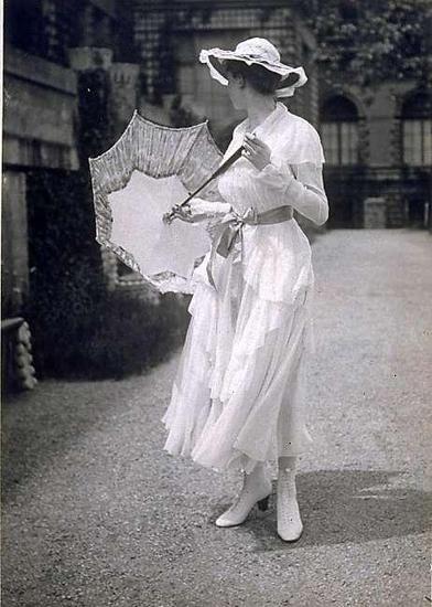Austria. Sommerkleid der Wiener Werkstätte, 1916.