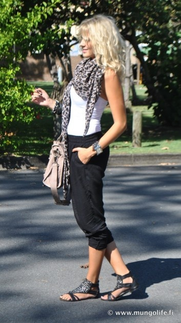 love this black and white casual look