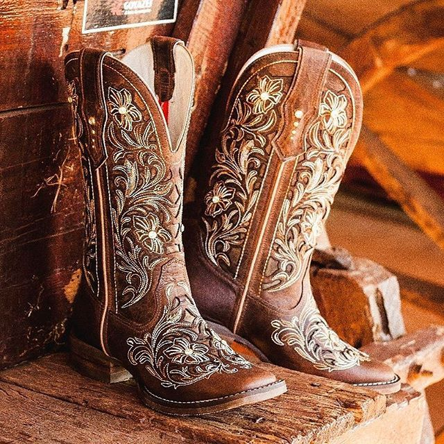 "Linha de botas exclusivas ""GOYAZES"" 2017. #GoyazesSemLimites #botas #cowgirl #UsoGoyazes"