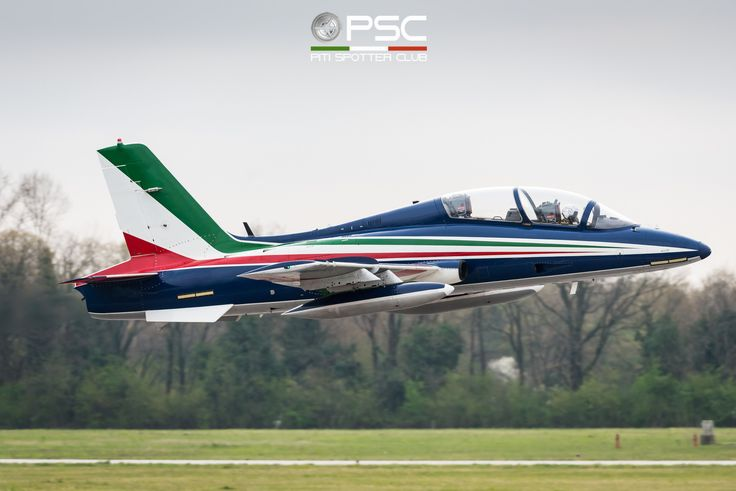 https://flic.kr/p/21XuEnf | DGC_3698 | Italian Air  Force Aermacchi MB-339A PAN MM55052  in service with 313rd Acrobatic Training Group, Frecce Tricolori.