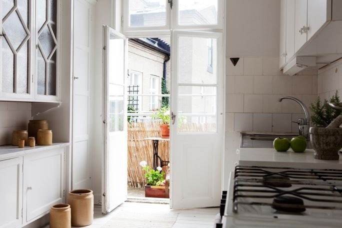 ++ bolaget: Doors, Swedish Kitchens, Dreams, Airy Kitchens, Glass Cabinets, Little Kitchens, Glasses Cabinets, Upper Window, Kitchens Cabinets