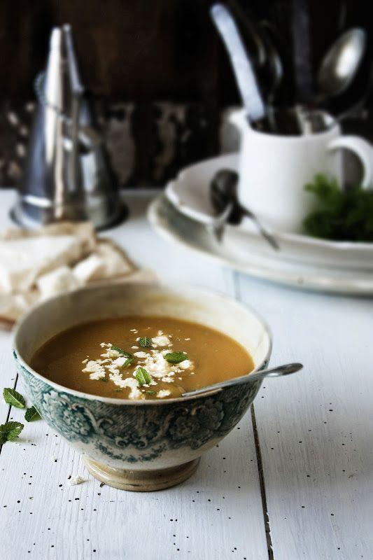Pratos e Travessas: Sopa de ervilhas de quebrar com feta e hortelã # Snow peas soup with mint and feta cheese | Food, photography and storie...