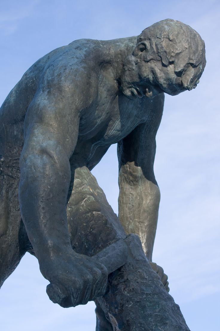 Jätkänpatsas on Kalervo Kallion veistämä patsas, joka sijaitsee Rovaniemellä Kemijoen Ounaskosken vieressä. Patsas paljastettiin vuonna 1955, kuva Aili Alaiso