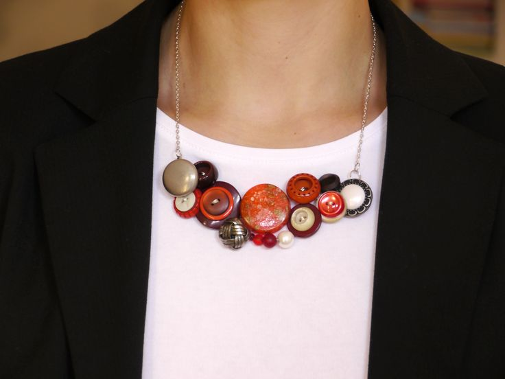 Vintage button wire wrapped statement necklace ... I just love these :-) #vintagegirl, #alternativenecklace, #buttonart, #button, #necklace