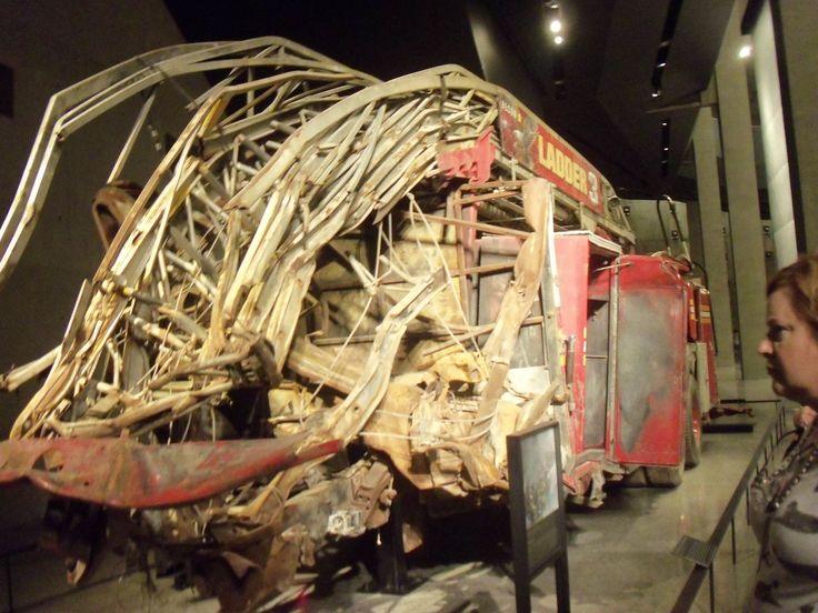 World Trade Center, resti di un camion dei pompieri