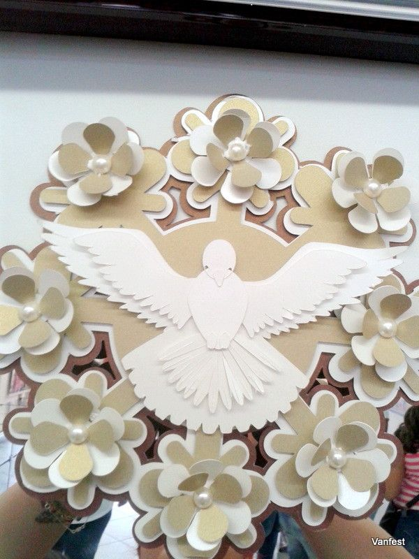 Lindo espirito santo para decorar mesas de batizados, ótimo até mesmo como lembrancinhas todo feito em papel perolado !nas cores que vc quiser!