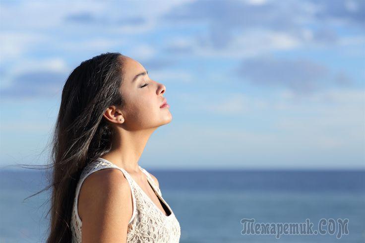 С первой минуты после пробуждения, еще в кровати, приведите себя в активное состояние: настройтесь на кончик носа и, как бы принюхиваясь в поисках морозной свежести, сделайте несколько вдохов и выдохо...