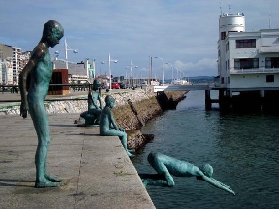 Escuturas del puerto Santander -Spain