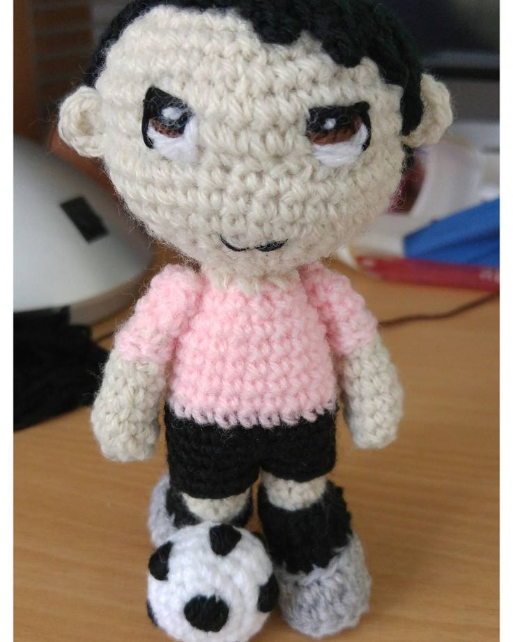 16 best Futboliści crochet images on Pinterest | Muñeca amigurumi ...