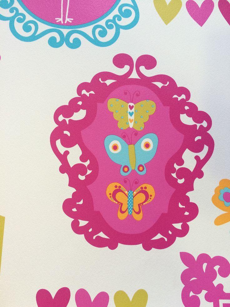 Papel en colores alegres para un dormitorio infantil.